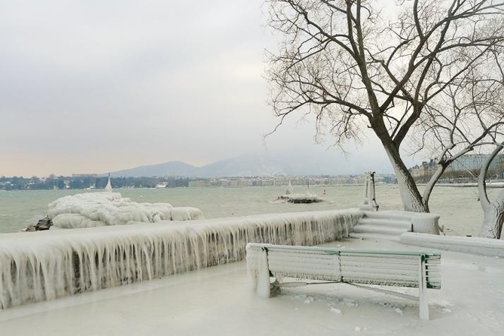 Quais du lac Léman sous la glace - Genève, Quai Wilson