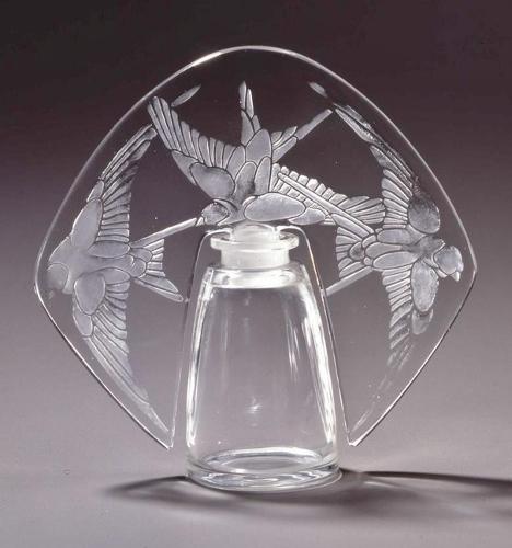 Lalique flacon (468x500)